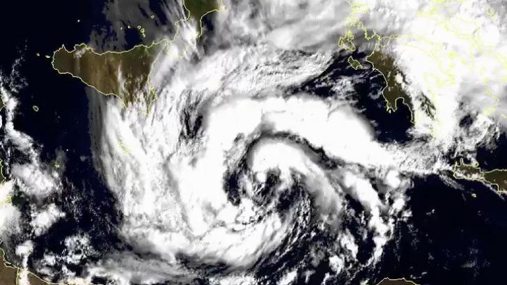 ALERTĂ meteo în Europa! O furtună uriaşă, un fenomen extrem de rar, va lovi bătrânul continent