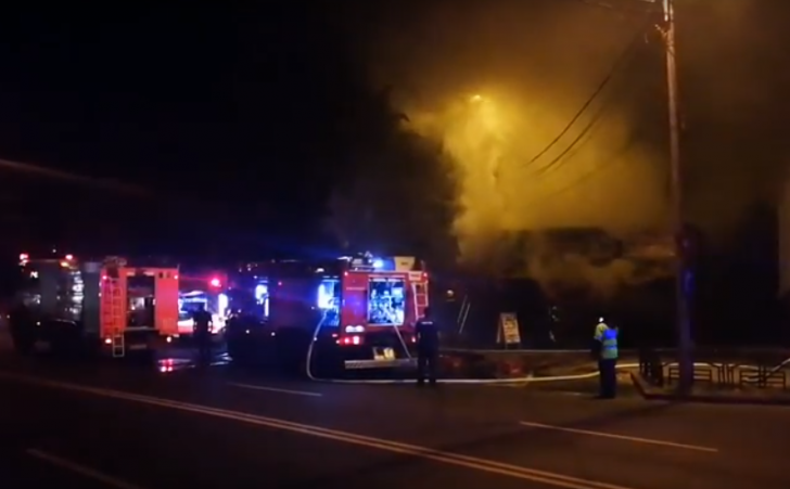 Incendiu la un bar din municipiul Piatra-Neamț (FOTO-VIDEO)