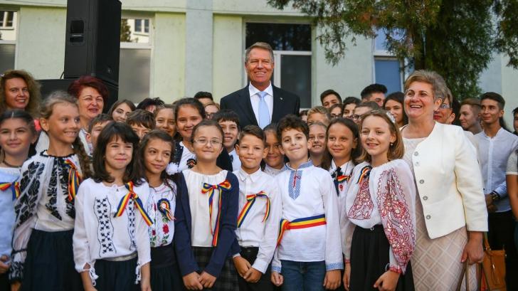 """Iohannis atacă Guvernul pentru bâlbele din educație: Suferă de """"reformită"""""""