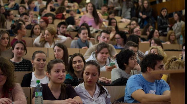 Începe un nou an universitar. Câţi studenţi există în România?