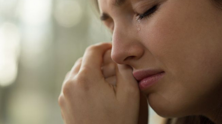 Vedeta care-şi vinde lacrimile cu 12.000 de dolari