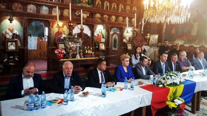 Ședință a politicienilor în Biserică, pentru referendum. Prezenți, miniștri și primari PSD, PNL