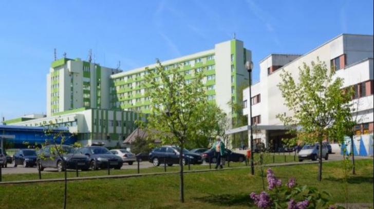 Asistentă medicală, bătută în fața unui spital din Timișoara. Ce făcuse femeia