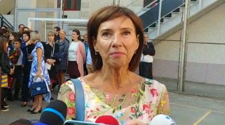 Cum s-a îmbrăcat Carmen Iohannis în prima zi de şcoală