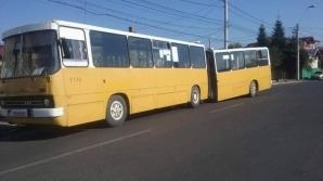 România. Călători în pericol: Un autobuz s-a rupt de la jumătate