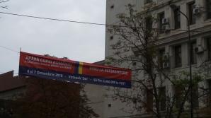 Bannere pro-referendum au împânzit un oraş din România. Ce se va întâmpla cu ele