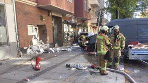 Cel puţin cinci răniţi după ce un vehicul a lovit un grup de pietoni