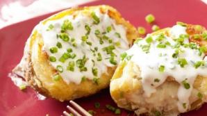 Reţeta zilei: cartofi umpluţi. Secretul pe care îl ştiu doar chefii cu experienţă