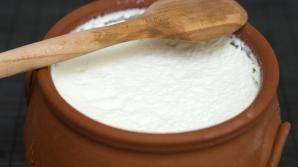 Cum prepari iaurt de casă cremos şi sănătos