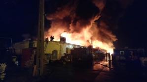 Incendiu puternic la un depozit de uleiuri şi vopsea din Sibiu