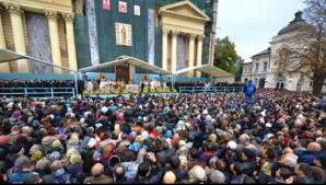 Iaşiul, asaltat de pelerini. Peste 8.000 de credincioşi, la moaştele Sfintei Cuvioase Parascheva
