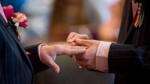 Proiect: Persoanele care vor încheia un parteneriat civil nu vor putea să adopte copii