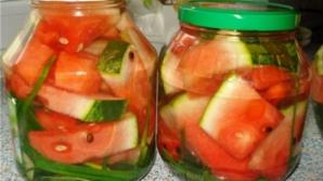 Pepene verde murat la borcan: O reţetă deliciosă pentru iarnă