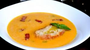 Reţeta zilei: supă cremă de dovleac. Simplu, rapid şi extrem de delicios
