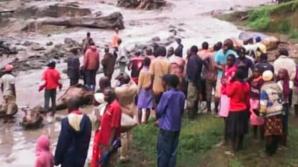 Cel puţin 31 de persoane au murit şi altele sunt dispărute în urma unei alunecări de teren