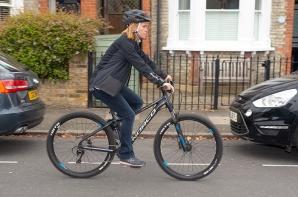 Și-a recuperat singura bicicleta furată, chiar de la hoț. Modul prin care a făcut-o a devenit viral