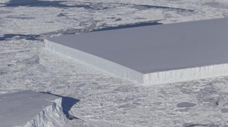 Misterul aisbergului perfect dreptunghiular fotografiat de NASA în Antarctica