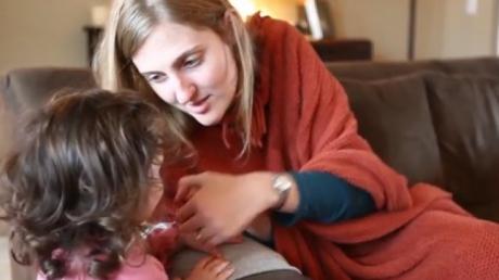 Au adoptat o fetiţă. Când tatăl a văzut mama naturală, şi-a dat seama că o întâlnise deja. Cine era