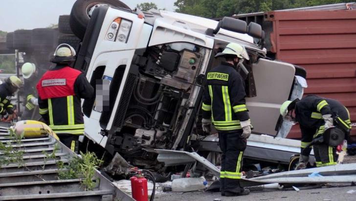 Microbuz cu 12 români răsturnat în Germania. Reacție ambasadă