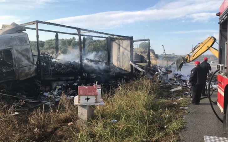 Accident înfiorător în Grecia. Două maşini au luat foc, în urma unui impact violent: 11 morţi