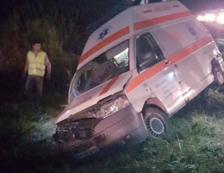 Ambulanţă condusă de un ŞOFER BEAT, implicată într-un grav accident rutier