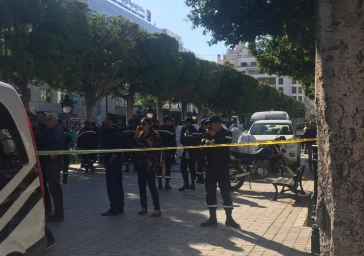 Atentat sinucigaş în Tunisia, mai mulţi răniţi transportaţi la spital (VIDEO)