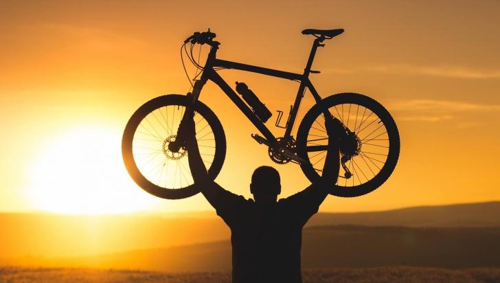 Un britanic care pedalează în jurul lumii a rămas fără bicicletă. Ghici în ce ţară i-a fost furată?