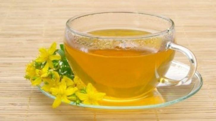 Ceaiul de sunătoare îţi poate face mai mult rău decât bine. Avertismentul medicilor