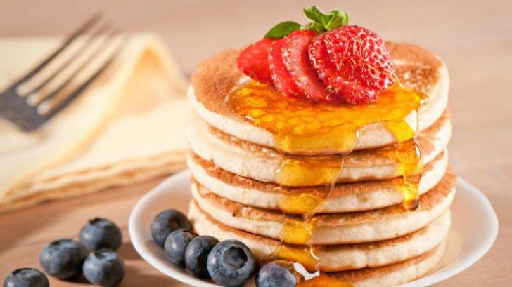 Reţeta fabuloasă pentru mic dejun: clătite americane. Rapid, simplu şi uşor