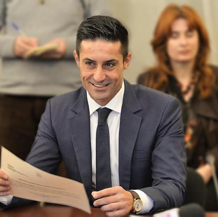 Claudiu Manda, criticat de un coleg din comisia SRI. Îl suspectează că ar fi ofiţer acoperit