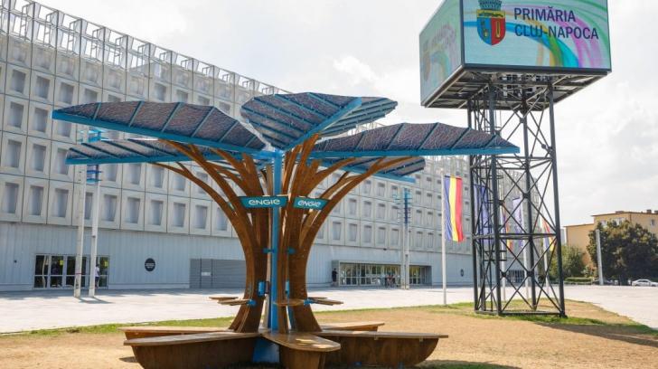 """Inovaţie de domeniul SF: """"arbori"""" care încarcă gratuit dispozitivele mobile, au împânzit un oraş"""