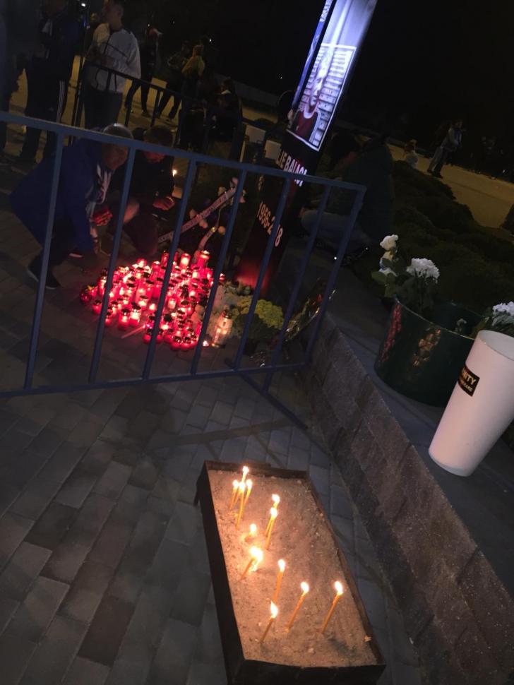 Lacrimi în Bănie! Sute de craioveni au aprins lumînări în memoria lui Ilie Balaci