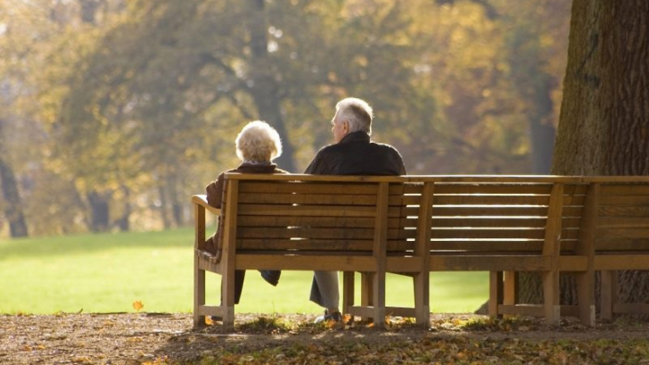 Un bătrân își întreabă soția dacă i-a fost infidelă. Răspunsul ei l-a șocat