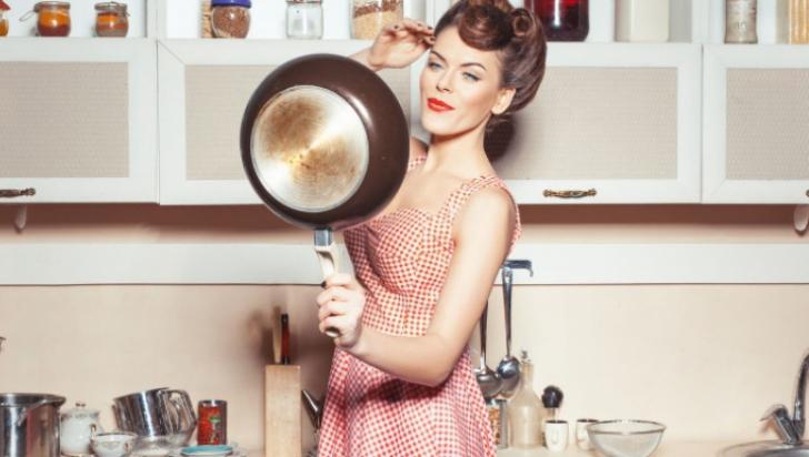 Cum cureți arsura de pe tigaie rapid cu doar două ingrediente