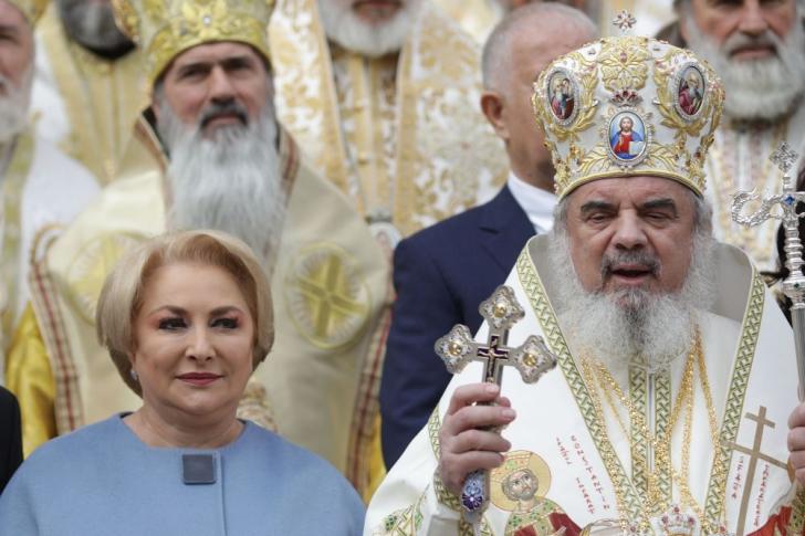 Viorica Dăncilă la moaștele lui Dimitrie cel Nou și la slujba Patriarhului Daniel