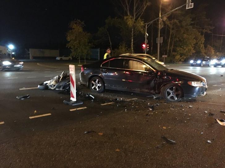 Cea mai sexy motociclistă a sfârșit într-un cumplit accident. Imagini incredibile