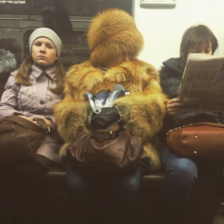 10 oameni de pe stradă care îți dovedesc că moda a luat-o razna. Definitiv!
