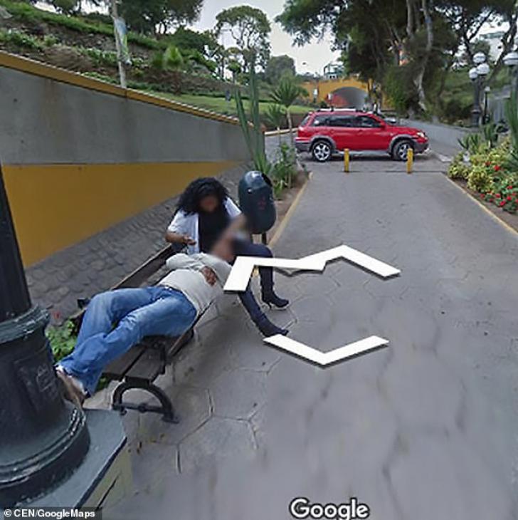 Google Maps. Căuta o locaţie pe Google Street View, dar şi-a găsit soţia în poze. A divorţat imediat
