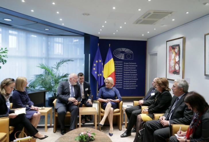 """Ce au discutat Toader şi Dăncilă cu Timmermans, la Strasbourg: """"Un dialog principial şi corect"""" / Foto: gov.ro"""