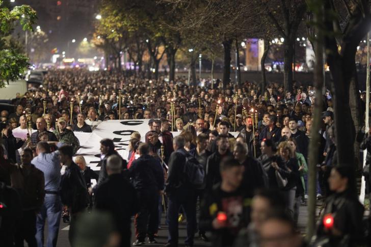 MARŞUL CHITARELOR. Mii de persoane, la comemorarea victimelor incendiului de la Clubul Colectiv / Foto: Inquam Photos / Octav Ganea