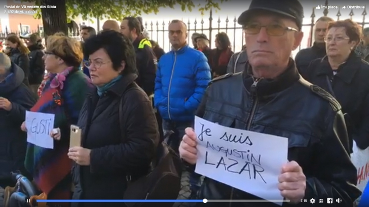 """Protest în fața sediului PSD din Sibiu. """"Je suis Augustin Lazăr"""""""