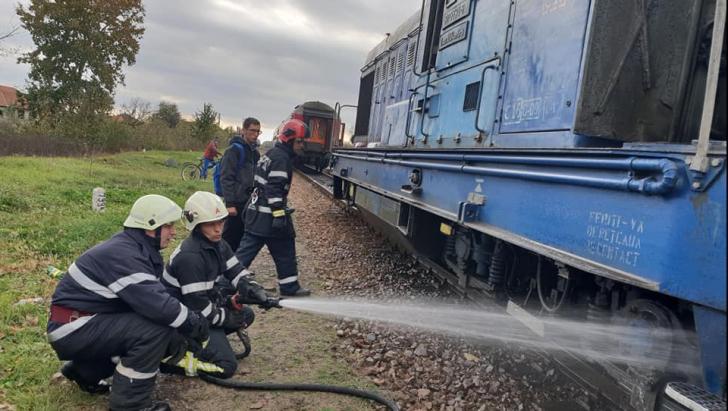 Locomotivă în flăcări în Satu Mare: 200 de pasageri, evacuaţi