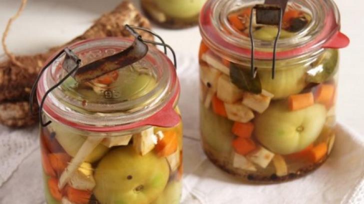 Horia Vîrlan. Cum păstrează murăturile crocante şi ce ingrediente foloseşte pentru saramură