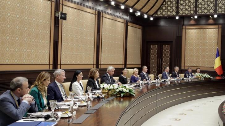 Darius Vâlcov, primul din stânga, la dineul oficial cu oficialii Turciei