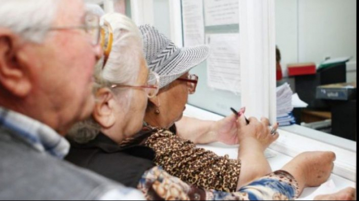 Pensionarul român, țepuit de stat cu 450 euro pe lună dacă nu apucă 75 de ani