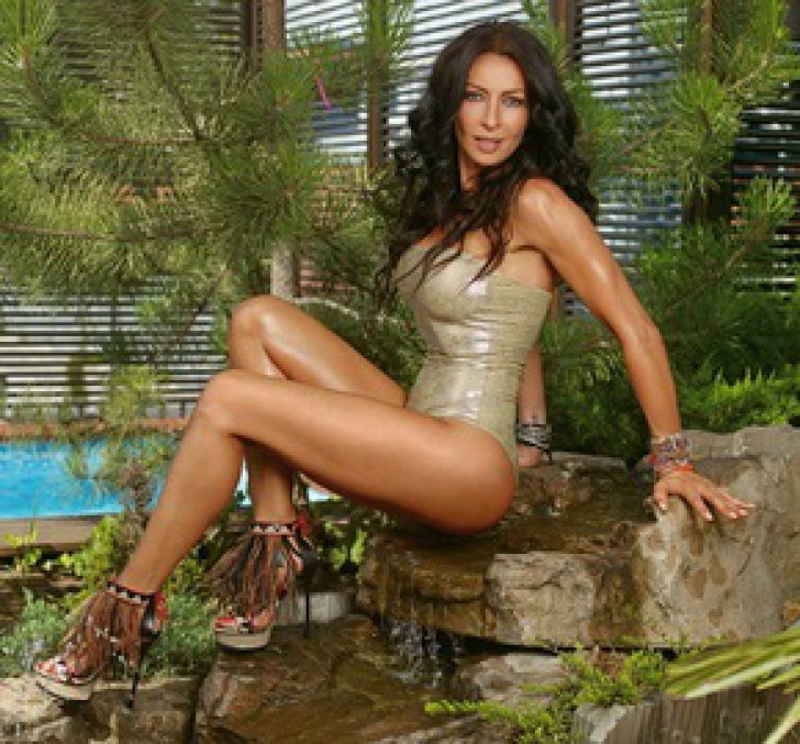 Mihaela Rădulescu, apariţie în Playboy pentru 50.000 dolari