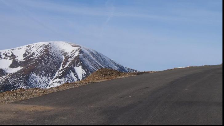 Parazăpezile de pe drumul Novaci – Rânca, luate de vânt