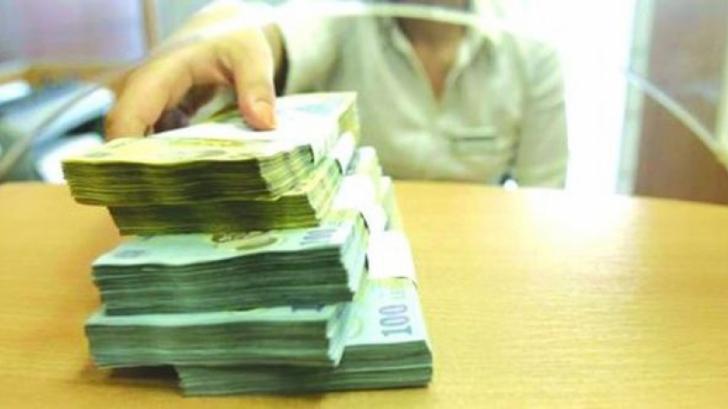 Sfatul BNR pentru români: Vreți un credit, luați-vă 2-3 joburi
