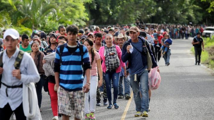 O caravană cu mii de migranți se apropie de SUA, iar Trump amenință cu armata