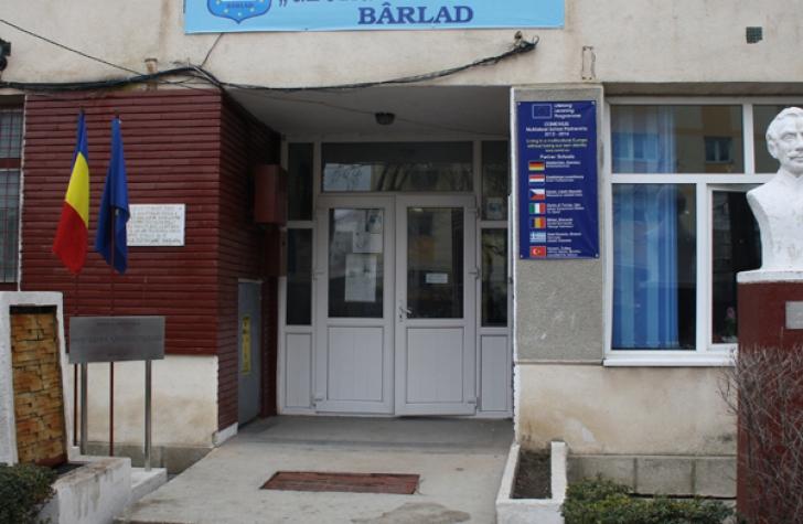 Caz şocant la Bârlad, doi preşcolari au încercat să-şi bage un coleg cu capul în toaletă